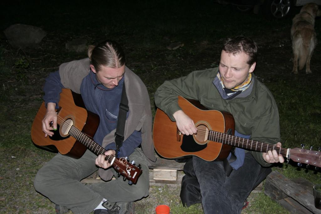 14. květen 2005  Po práci legraci aneb táborák s klucíma ze Severů